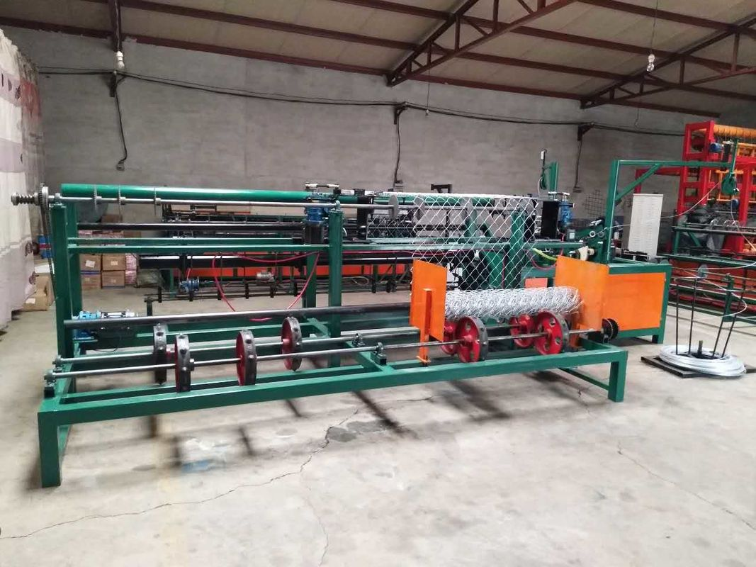 Automatic Chain Making Machine , Diamond Mesh Fencing Machine For ...