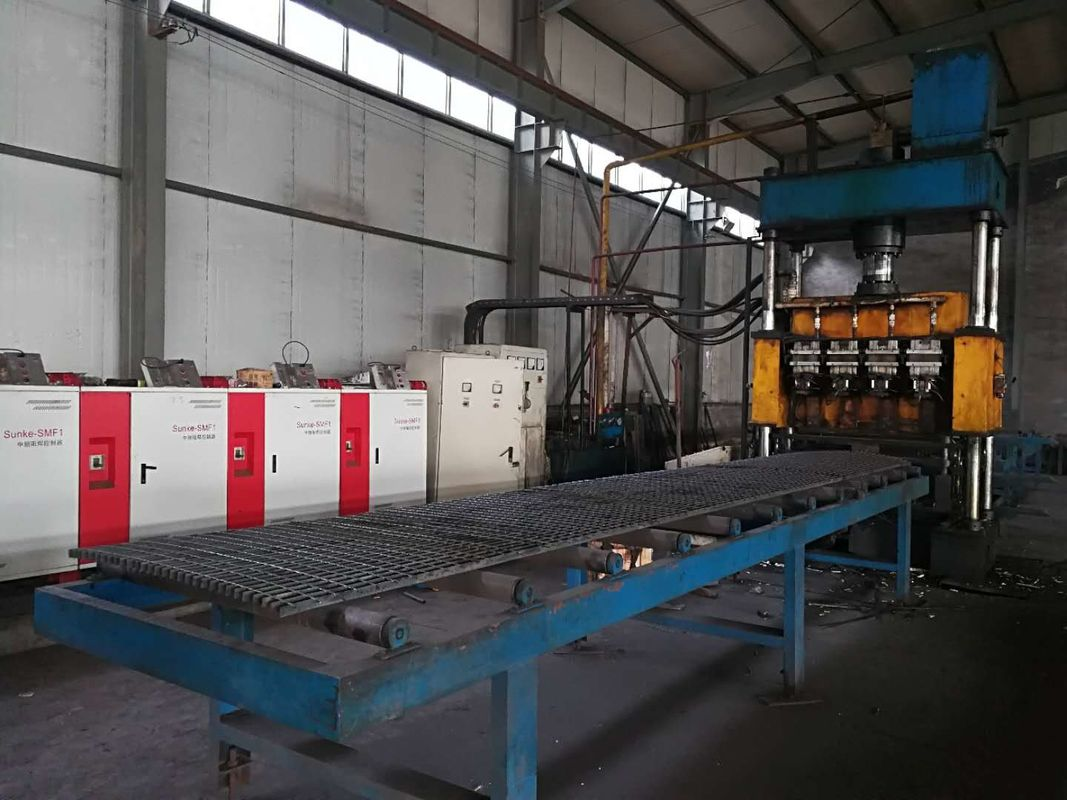 High Speed Steel Grating Welding Machine / Steel Grating Production Line