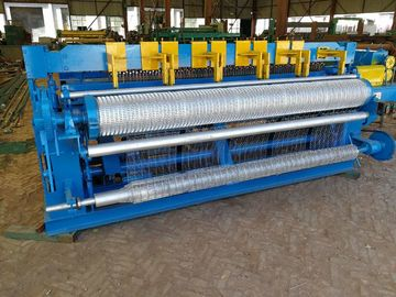 China High Efficiency Chicken Mesh Machine , Wire Mesh Fencing Machine For Agriculture distributor